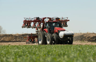 The 2130 Early Riser® stack-fold planter is customizable to meet the needs of specialty operations.