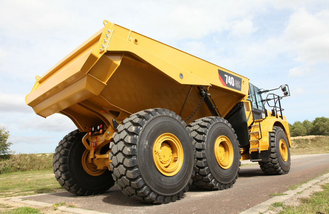 Cat Re Introduces 40 Ton Size Articulated Dump Truck To