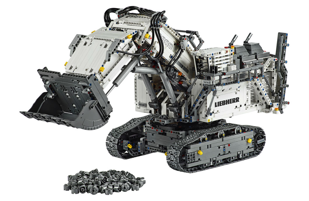 The 4,108-piece model of the R 9800 excavator.