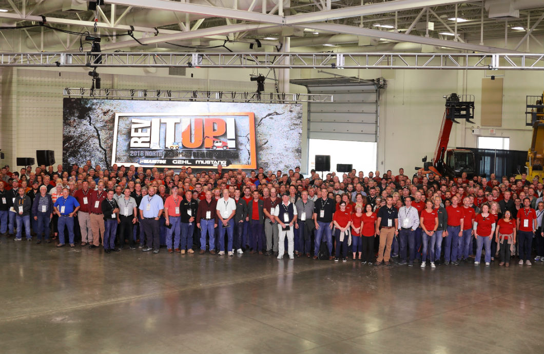 Manitou 2018 dealer meeting group photo